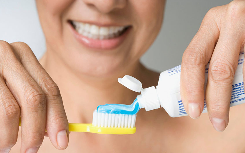 Paste fluoride on tooth decay